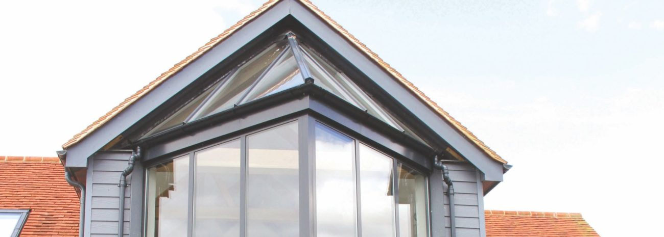 Photo showing an impressive grand design featuring a structured glass roof