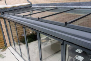 Lean-to roof including integrated guttering above bifold doors