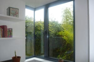 Glass to glass corner window