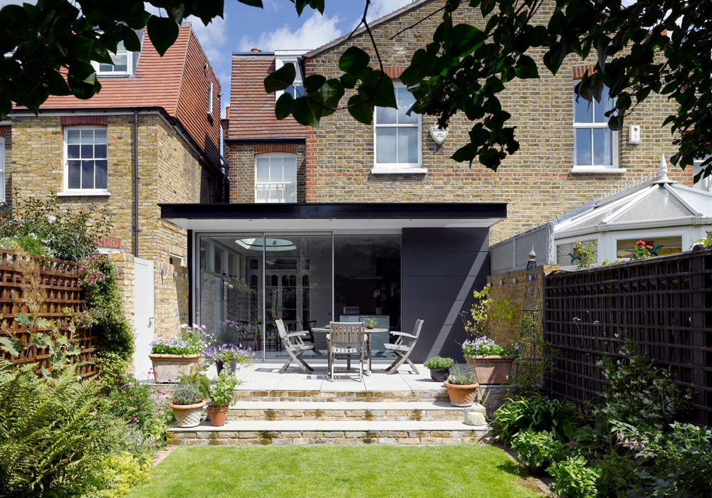This stylish South London extension features a three-panel pocket sliding doors using theEDGE2.0 system