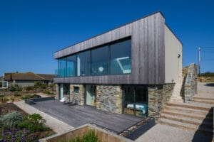IDSystems theEDGE2.0 sliding doors - The entire sea-facing elevation of the Cornish home features sliding doors, that create a stunning view over the picturesque coastline