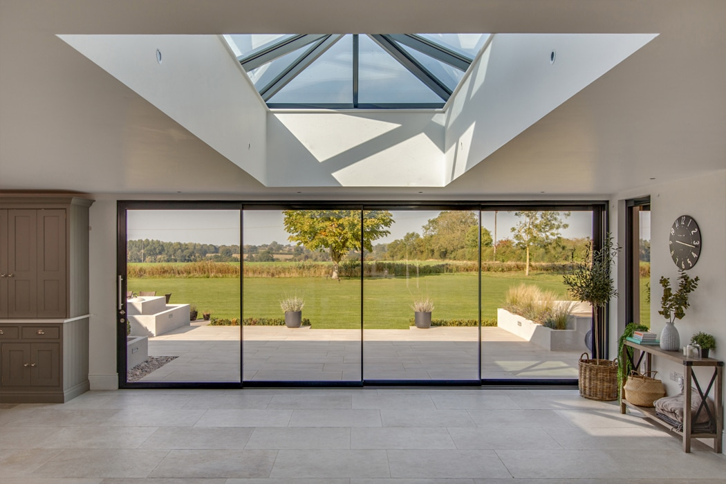 IDSystems theEDGE2.0 sliding doors - 4-panel set of doors that perfectly frame the view out of this stylish modern home